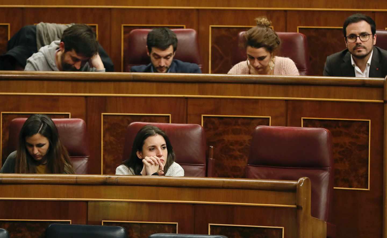 Los escaños de Podemos, sin Pablo Iglesias ni Íñigo Errejón.