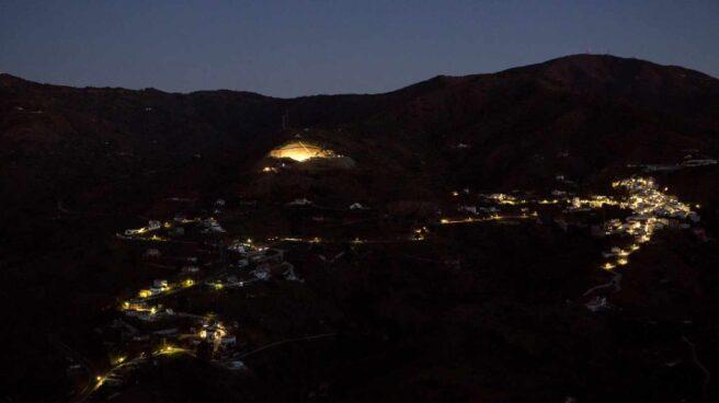 Fotografía del pueblo de Totalán antes de amanecer.