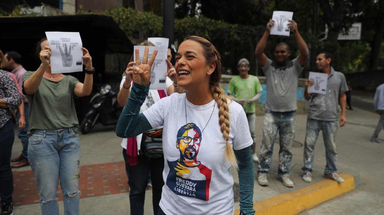 La esposa del líder opositor Leopoldo López, Lilian Tintori, se suma a un paro en Caracas.