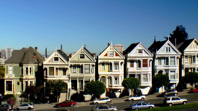Una de las ubicaciones más fotografiadas de San Francisco: una fila de casas victorianas en las calles de Hayes y Steiner.