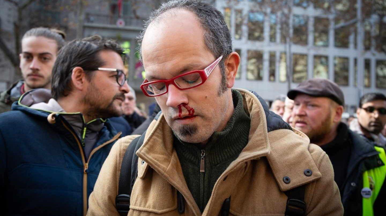 Periodista agredido en la asamblea de taxistas en Barcelona.