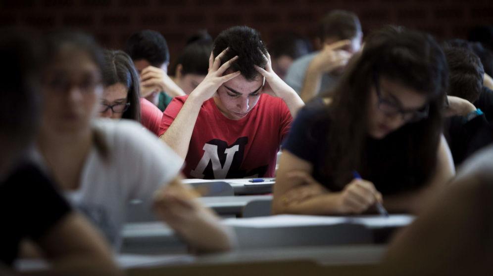 Alumnos durante un examen.