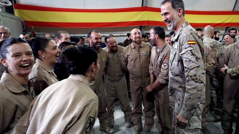 El Rey Felipe VI durante su visita a la base española de Irak.