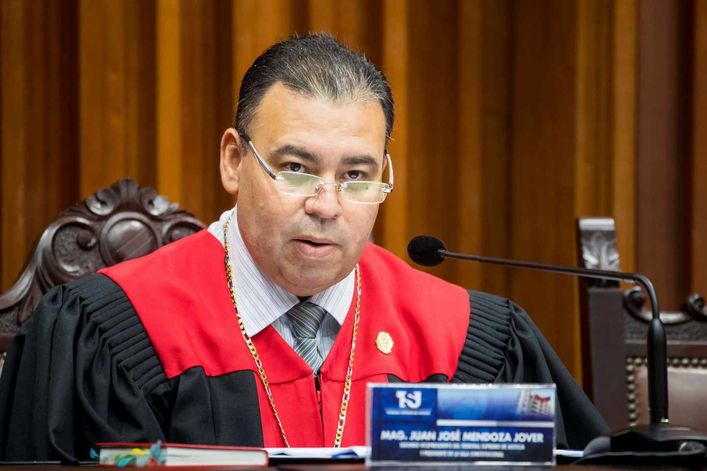 El magistrado Mendoza anuncia la decisión sobre la Asamblea Nacional.