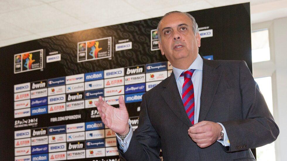 José Luis Sáez, en un acto durante su etapa como presidente de la Federación Española de Baloncesto.