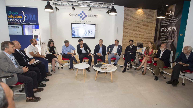 El presidente de la Diputación, César Sánchez, Manuel Bonilla y Alejandro Morant, en un Think Tank en SumaInnova con Andrés Pedreño, Nuria Oliver y Vicente Magro, entre otros expertos.
