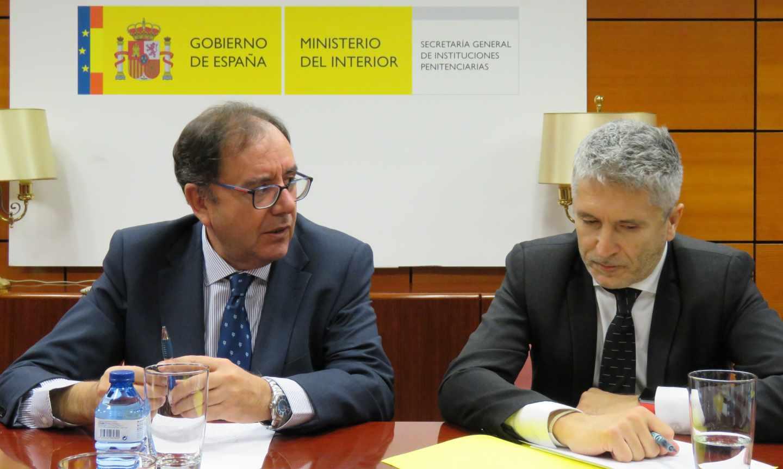 Ángel Luis Ortiz, secretario general de Instituciones Penitenciarias, y el ministro Grande-Marlaska.