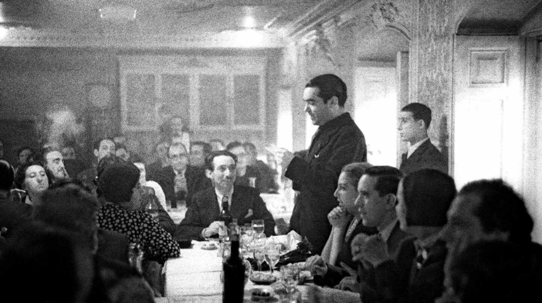 Lorca, en un homenaje a Rafael Alberti y María Teresa León.