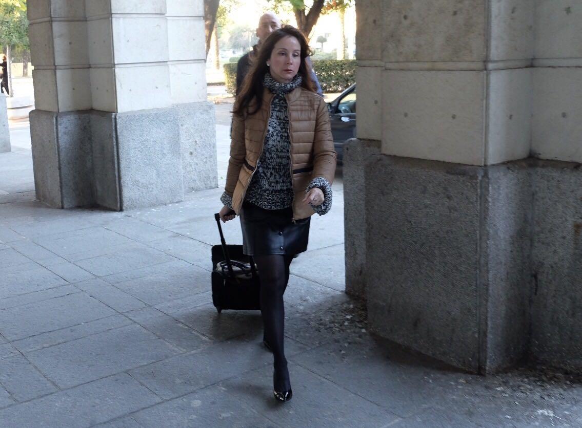 La magistrada Mercedes Alaya, dirigiéndose a la Audiencia de Sevilla.