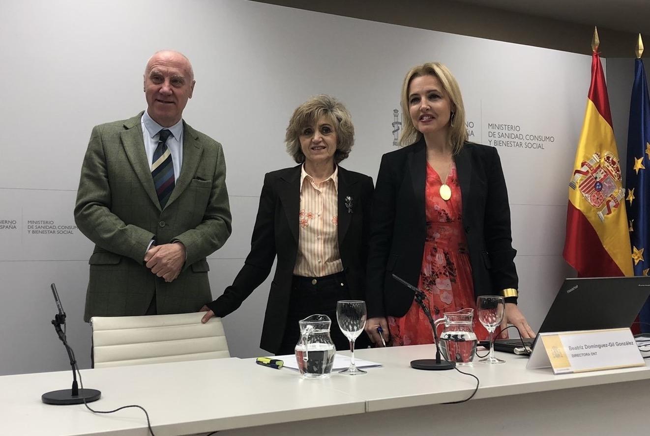 La ministra de Sanidad junto a la directora de la ONT Beatriz Domínguez-Gil
