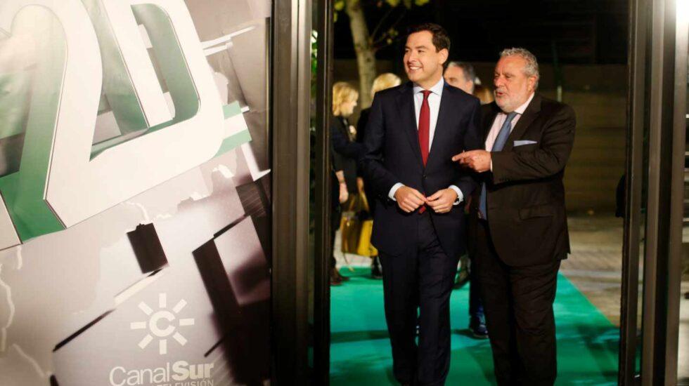 Moreno Bonilla y el subdirector de la RTVA, Joaquín Durán, con motivo del debate televisivo durante la campaña del 2-D.