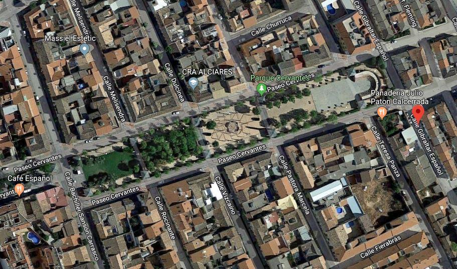 La calle Gibraltar Español, rodeada de referencias a Don Quijote en Alcázar de San Juan (Ciudad Real).