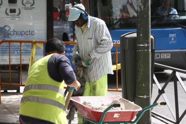 Trabajadores extranjeros en una obra en Madrid.