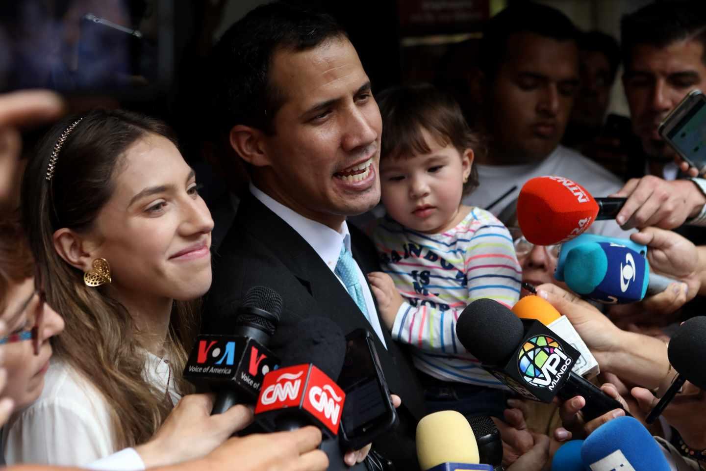 Juan Guaidó junto a su esposa Fabiana Rosales y su hija Miranda, en Caracas.