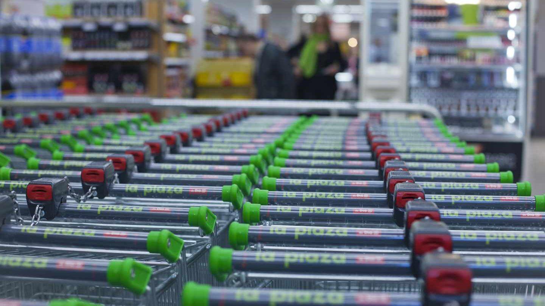 Carros en un supermercado de La Plaza de Dia.