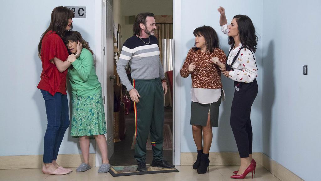 Parte del elenco de 'La que se avecina' durante una escena.
