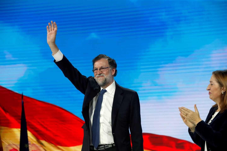 Mariano Rajoy saluda en la Convención Nacional del PP.
