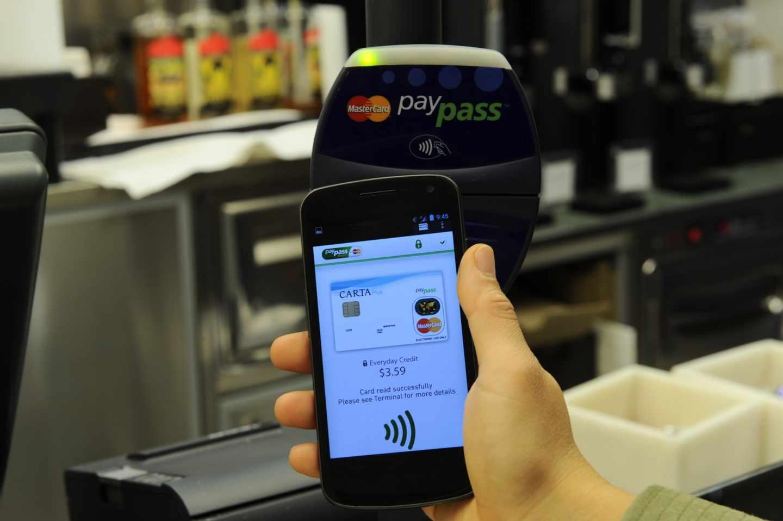 Bruselas multa a Mastercard con 570 millones por limitar la libre competencia.