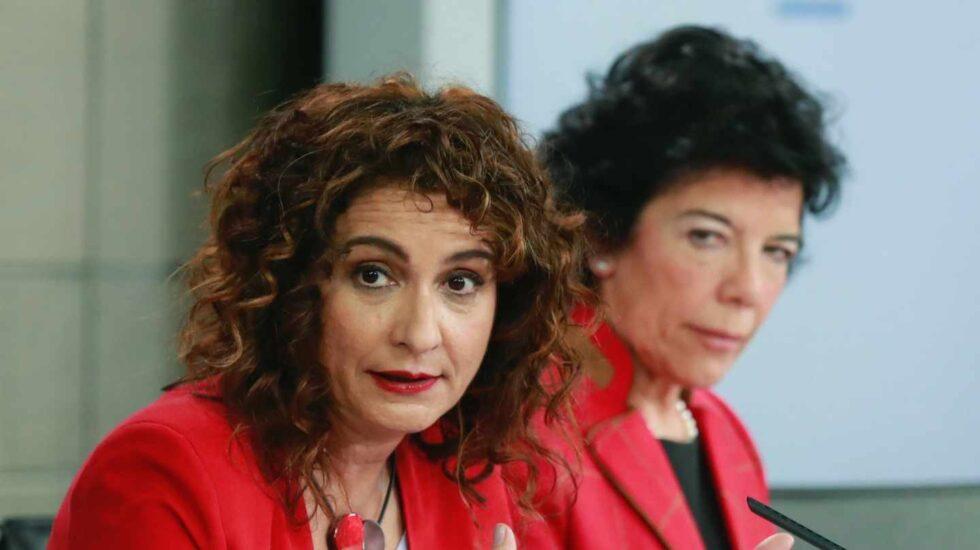 Mará Jesús Montero, ministra de Hacienda, e Isabel Celaá, portavoz del gobierno.