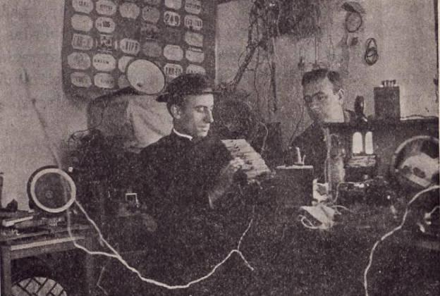 Juan García Castillejo con uno de sus inventos