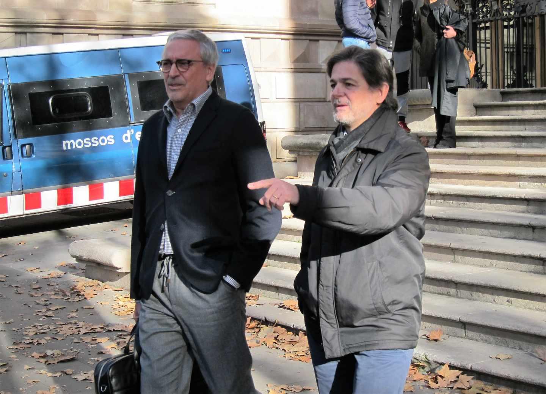 Oriol Pujol, junto a su abogado.