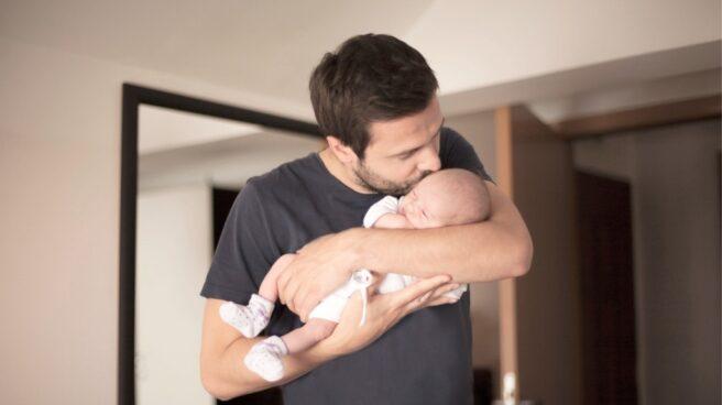 El Gobierno amplía el permiso de paternidad de cinco a ocho semanas.