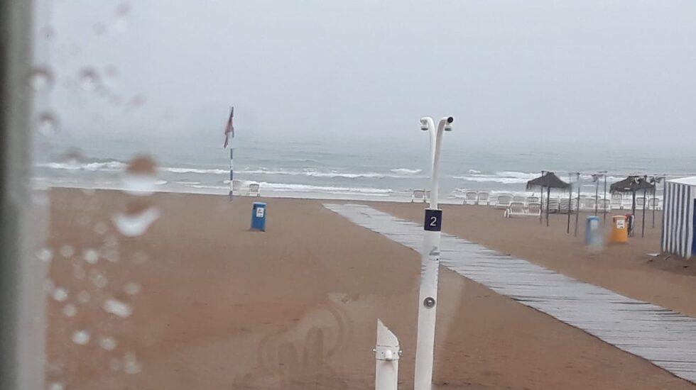 Playa de Gandía con lluvia.