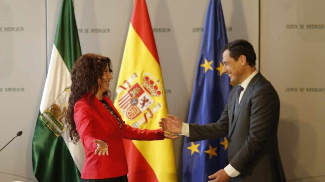 Rocío Ruiz (Cs), junto a Juanma Moreno durante su toma de posesión como consejera de Igualdad de la Junta de Andalucía.