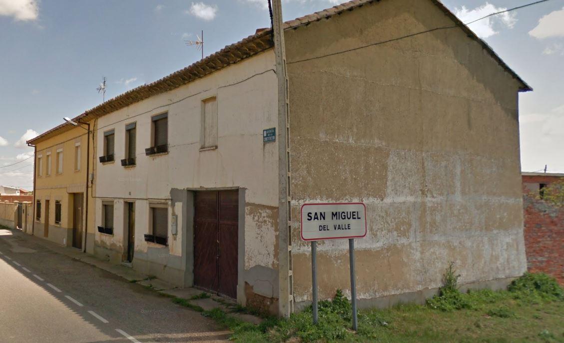 Entrada a San Miguel del Valle (Zamora) desde Valdescorriel.