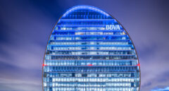 Santander recomienda comprar acciones de BBVA en plena crisis por el espionaje masivo