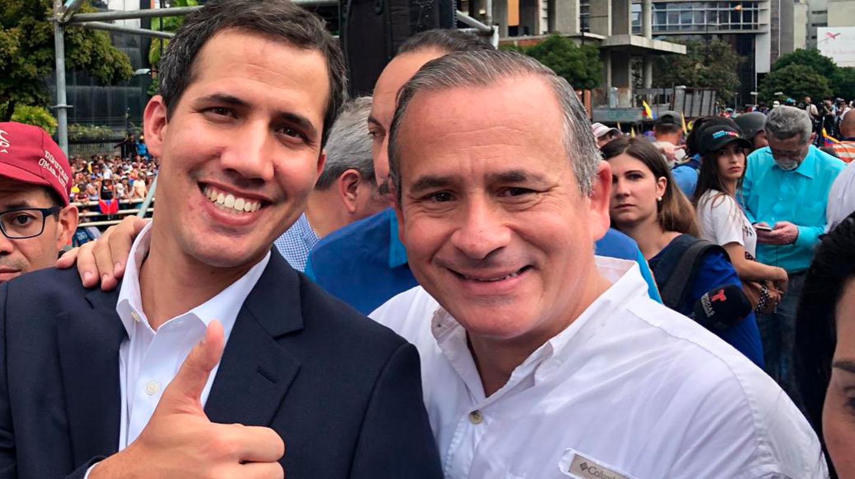 Francisco Sucre, dcha, junto al presidente de la Asamblea Nacional, Juan Guaidó, en Caracas.