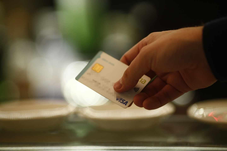 La AEAT permitirá pagar impuestos con tarjeta de crédito.