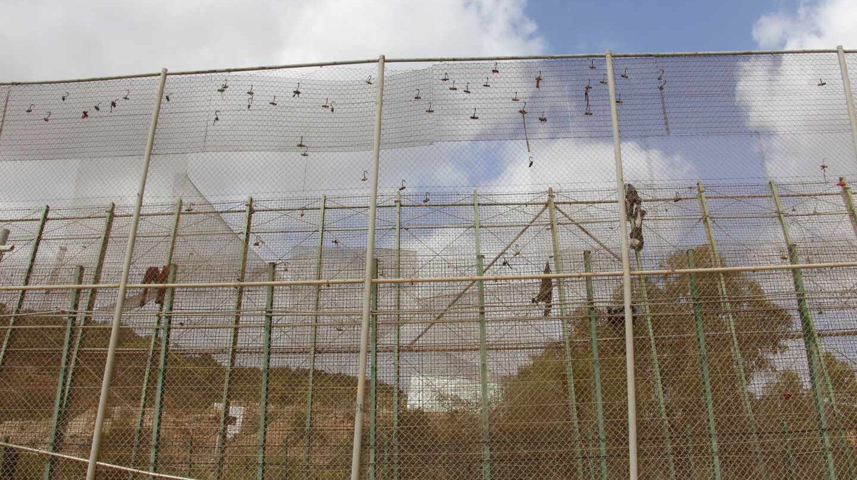 La valla fronteriza de Melilla, tras uno de los saltos masivos intentados en 2018.