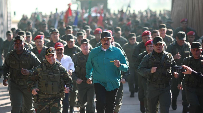 Maduro participa junto a la tropa en ejercicios militares en Carabobo.