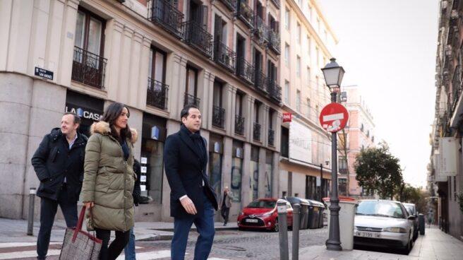 Begoña Villacís e Ignacio Aguado, candidatos a ayuntamiento y comunidad, pasean por Madrid Central.