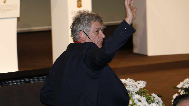 Ángel María Villar saluda tras ser reelegido por última vez presidente de la Federación Española de Fútbol.