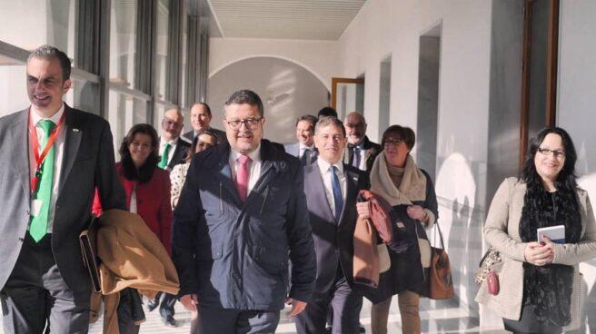 Francisco Serrano, junto al resto de diputados de Vox.