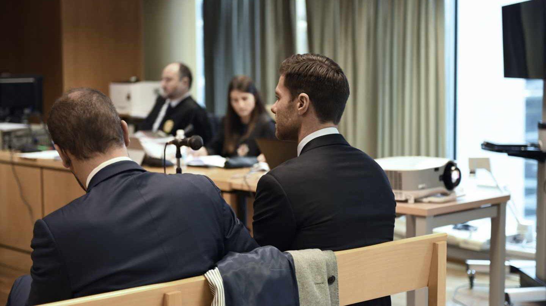 Xabi Alonso, en el banquillo.