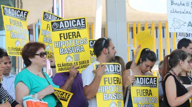 Concentración de protesta por las hipotecas bancarias.