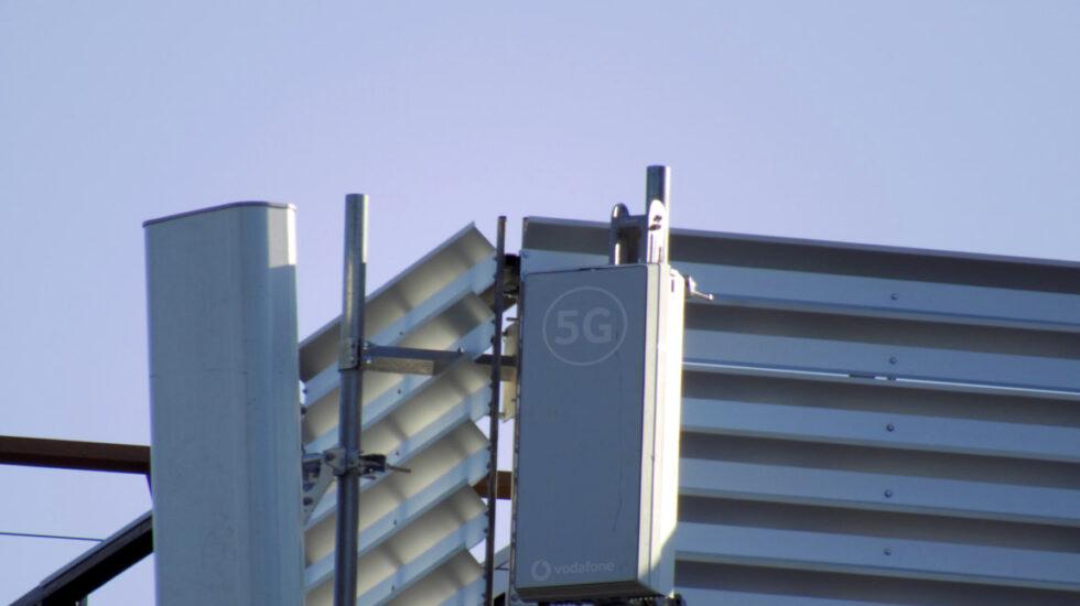 Una antena de la red 5G instalada por Vodafone en Barcelona.