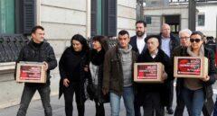 Familiares de Maribel Tellaetxe y Luis de Marcos se disponene a entregar las firmas para despenalizar el eutanasia.