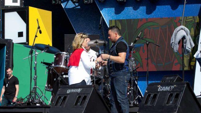 """Expulsan a un cantante del escenario del Carnaval de Las Palmas por estar """"borracho""""."""