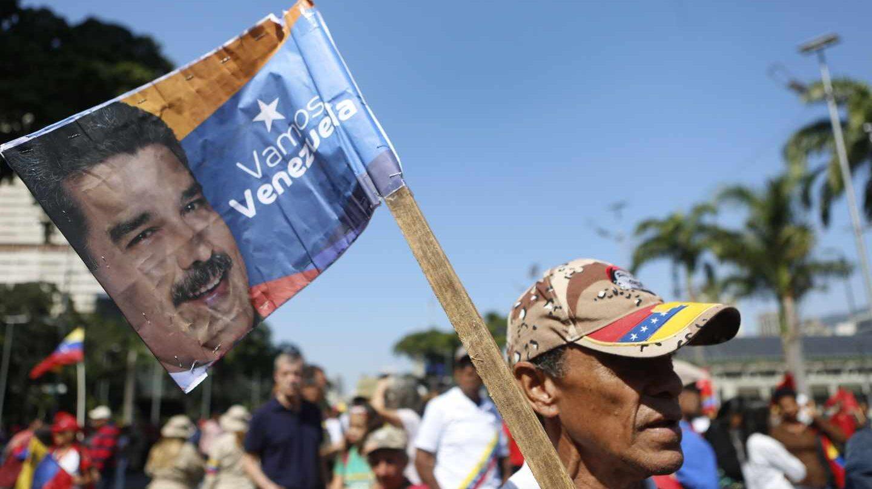 Seguidores de Maduro le muestran su apoyo en Caracas.