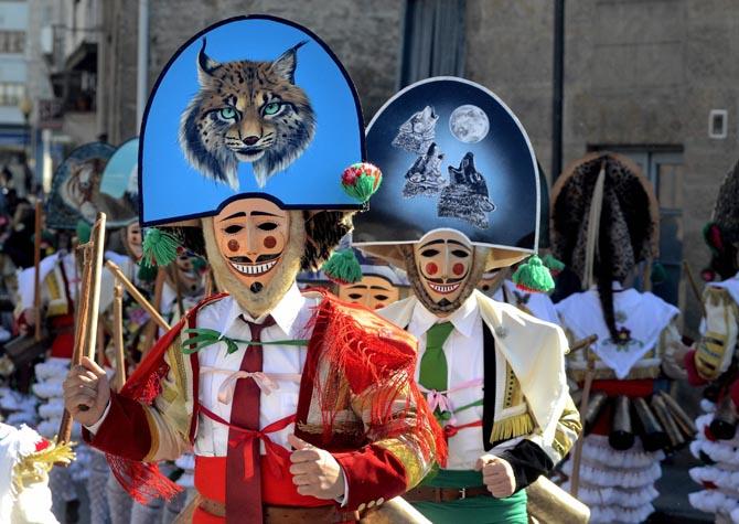Habitantes de Verín con el traje típico de Carnaval.