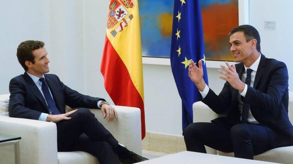 Pedro Sánchez y Pablo Casado en su cita de agosto del pasado año