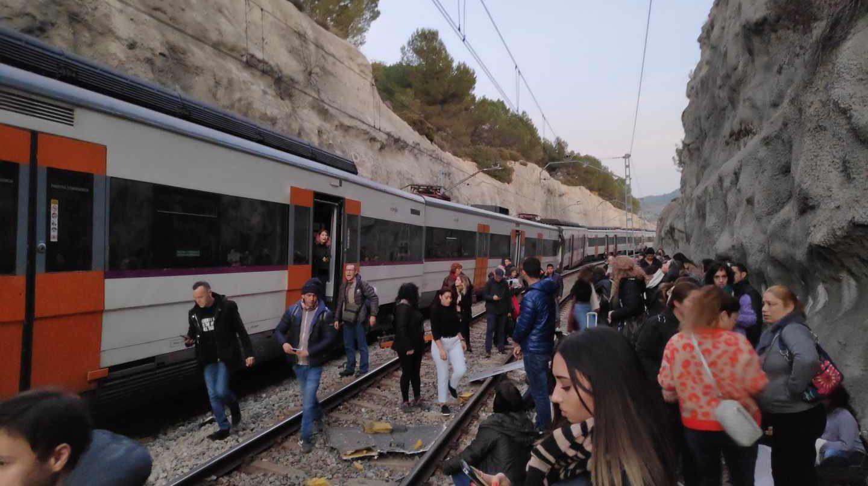 Choque de dos trenes en la R4 de Cercanías entre Manresa y Sant Vicenç de Castellet.