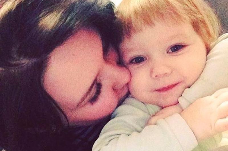 Niña muere porque su madre la dejó encerrada una semana