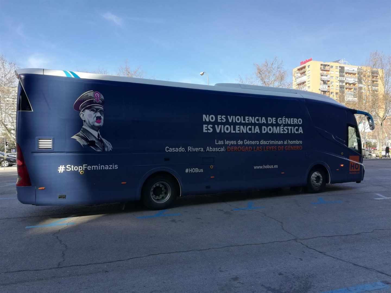 El polémico autobús de HazteOir que carga contra el movimiento feminista.