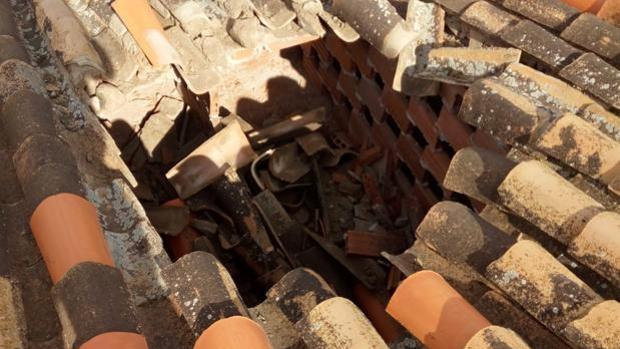 Fotografía del agujero hallado en una vivienda de la localidad.