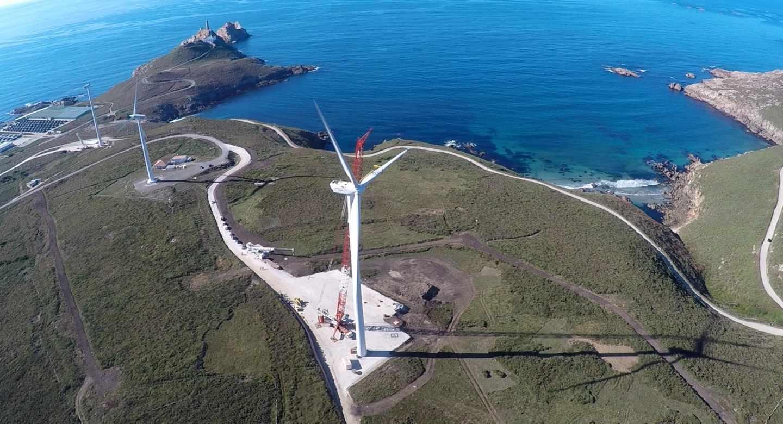 Imagen de un molino de viento en Cabo Vilán (A Coruña)